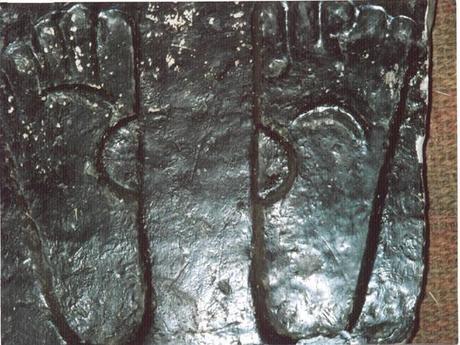 feet-carvings-of-jesus-christ